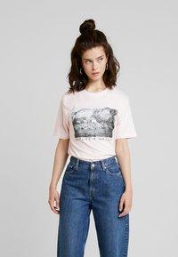Merchcode - LADIES LOVE NATURE TEE - Camiseta estampada - pink marshmallow - 0