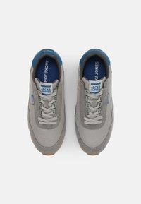 Jack & Jones - JFWZEPHYR - Sneakersy niskie - frost grey - 3