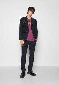 Vivienne Westwood - KID CLASSIC UNISEX - Print T-shirt - pink - 1