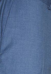 Isaac Dewhirst - THE FASHION SUIT NOTCH - Puku - blue - 10