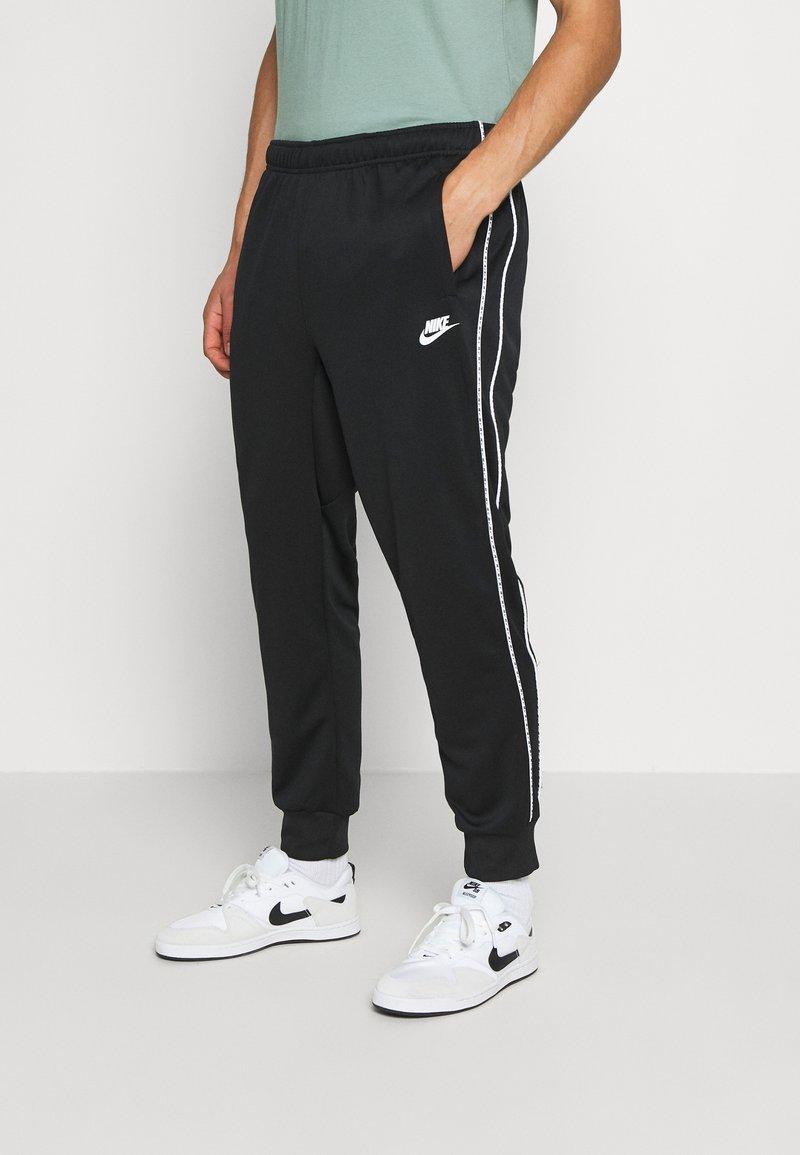 Nike Sportswear - REPEAT - Teplákové kalhoty - black