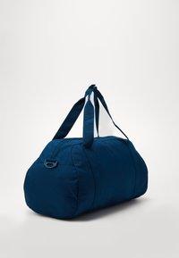 Nike Sportswear - GYM CLUB UNISEX - Bolsa de deporte - valerian blue/valerian blue/(watermelon) - 3