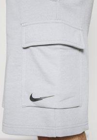 Nike Sportswear - ZIGZAG - Shorts - wolf grey - 5