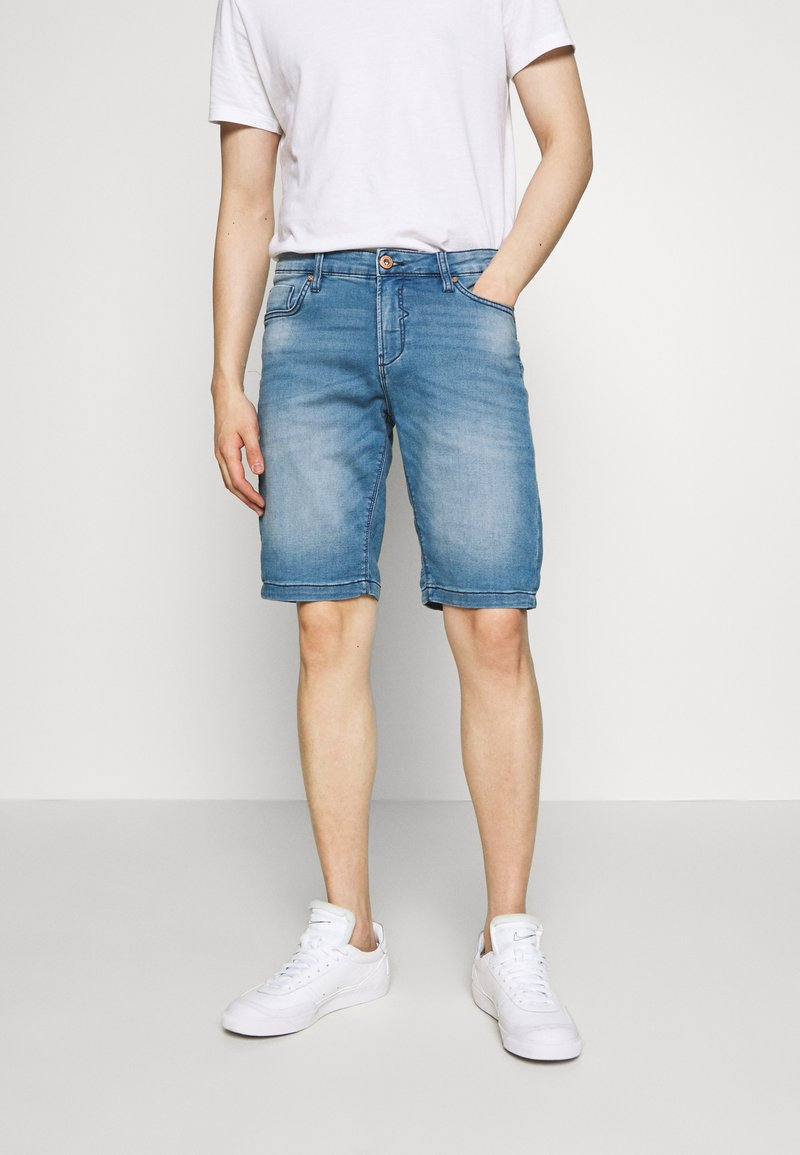 Cars Jeans - TUCKY SHORT - Džínové kraťasy - denim