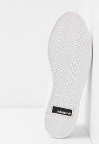 adidas Originals - SLEEK - Joggesko - footwear white/crystal white/core black - 6