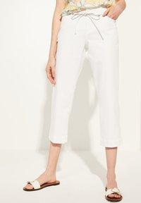 comma casual identity - MIT BINDEGÜRTEL - Trousers - white - 0