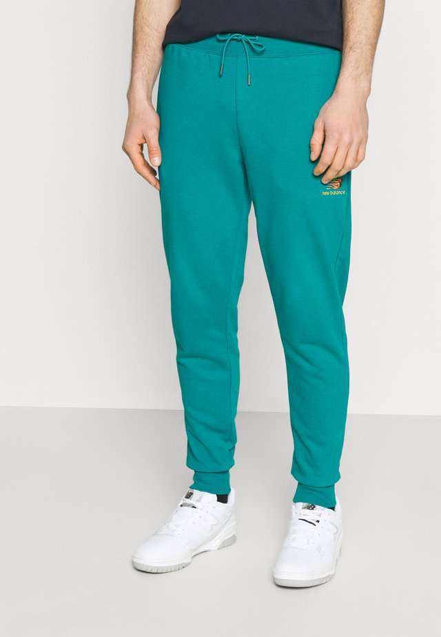 ESSENTIALS EMBRIODERED PANT - Träningsbyxor - team teal