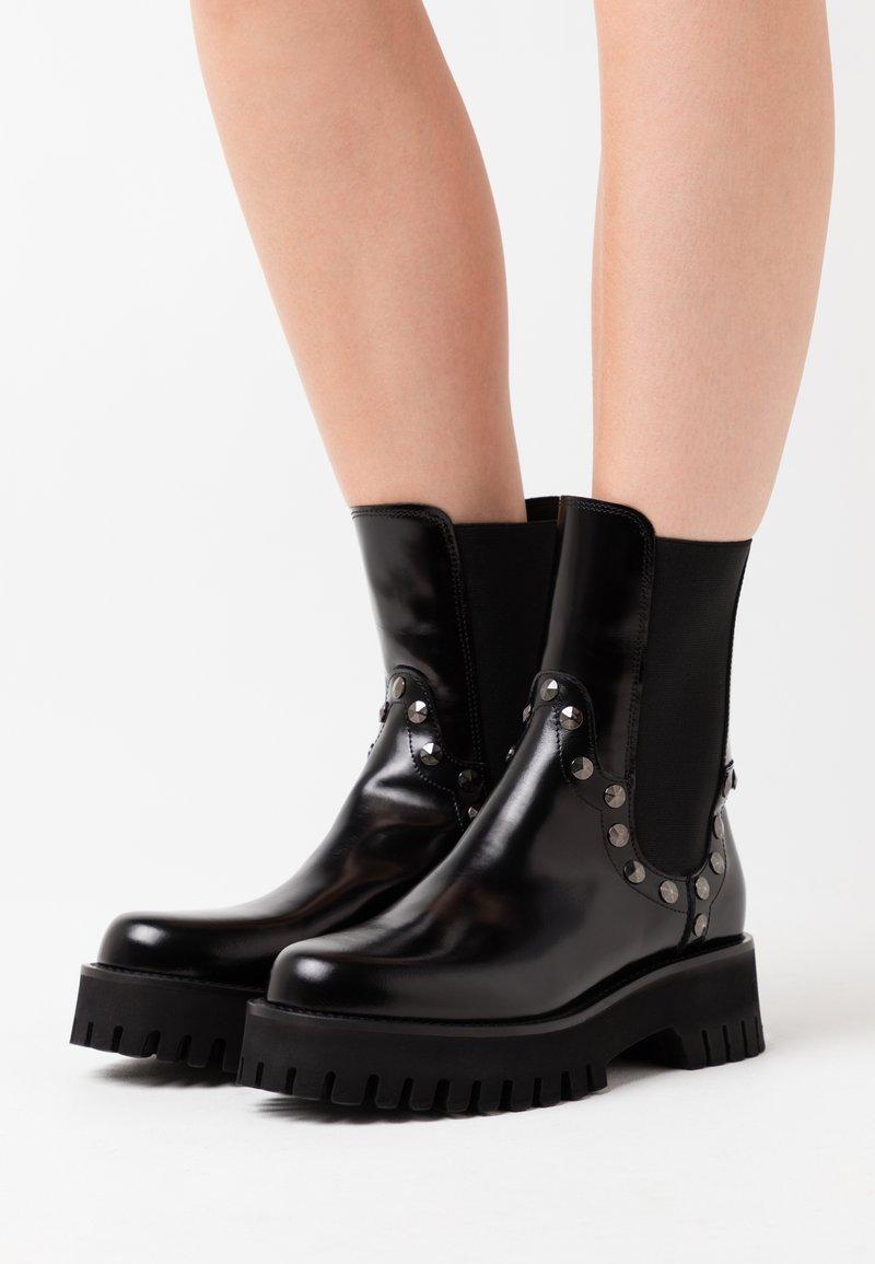 Casadei - Kotníkové boty na platformě - brushed nero