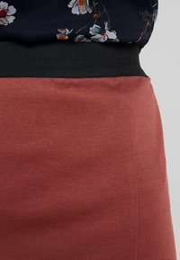 Vero Moda - VMARIANA SKIRT - Pencil skirt - mahogany - 4