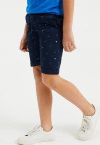 WE Fashion - MET PRINT - Shorts - dark blue - 1