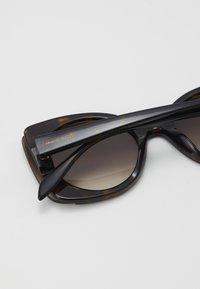 Alexander McQueen - SUNGLASS WOMAN - Sunglasses - havana brown - 2