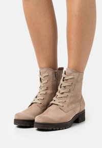 Gabor Comfort - Lace-up ankle boots - desert - 0