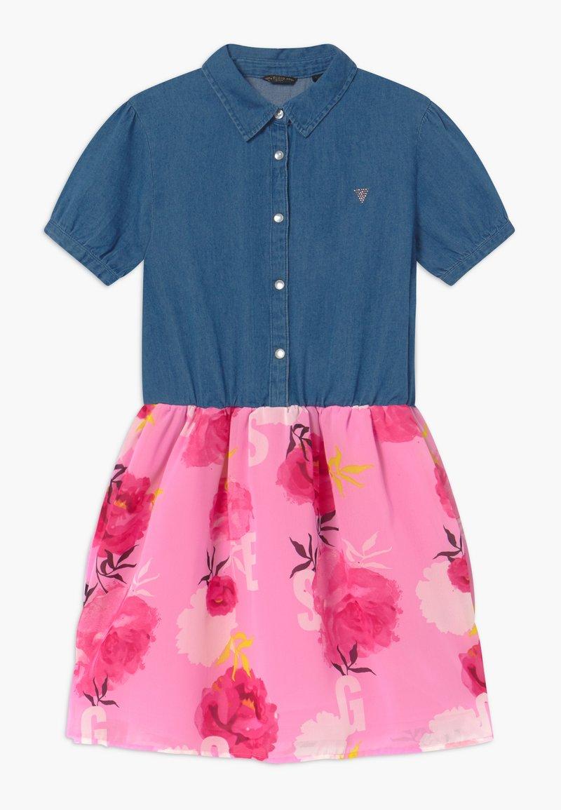 Guess - JUNIOR MIXED - Vestito di jeans - light-blue denim/light pink