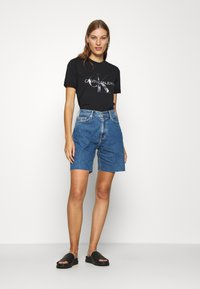 Calvin Klein Jeans - NEW YORK PRINT TEE - T-shirt z nadrukiem - black - 1