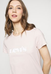 Levi's® - THE PERFECT TEE - T-shirt con stampa - pink - 3