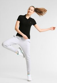 Lacoste Sport - LOESCHLISTE - WOMEN TENNIS TROUSERS - Pantalon de survêtement - silver chine - 1