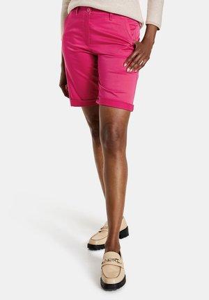 MIT SAUMUMSCHLAG - Shorts - rasberry