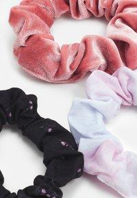 Abercrombie & Fitch - SCRUNCHIES 3 PACK - Akcesoria do stylizacji włosów - pink - 1