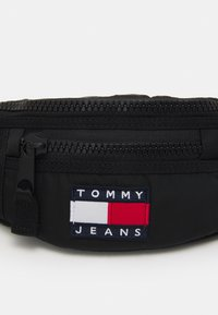 Tommy Jeans - HERITAGE BUMBAG UNISEX - Bum bag - black - 3