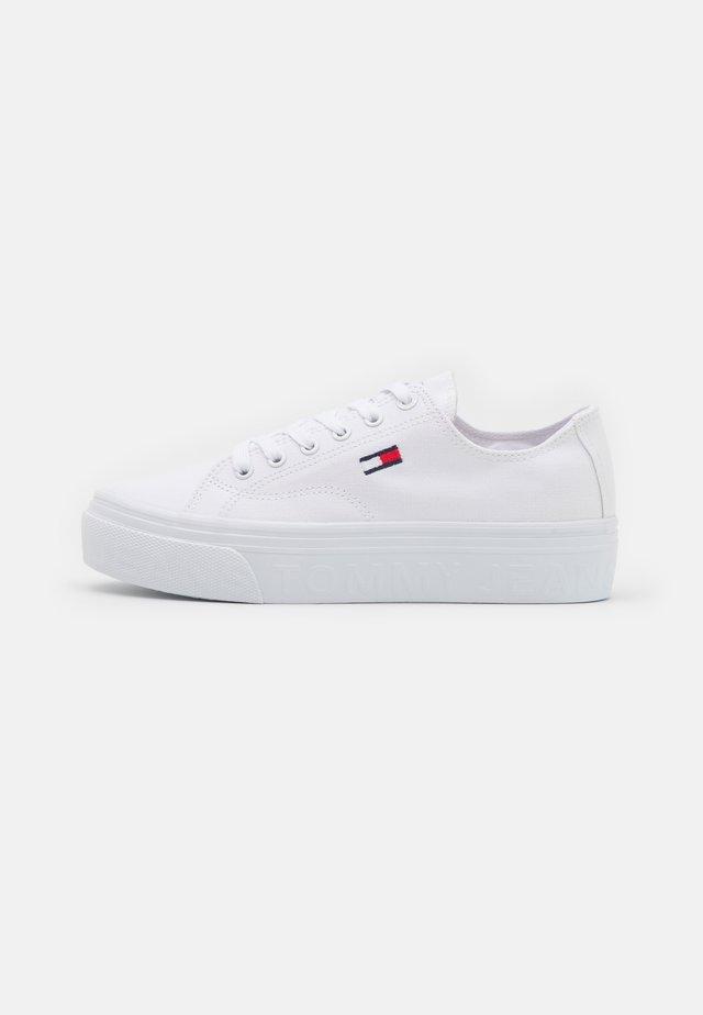 FLATFORM - Sneakers basse - white