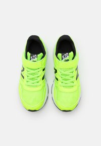 New Balance - Neutral running shoes - lime - 3
