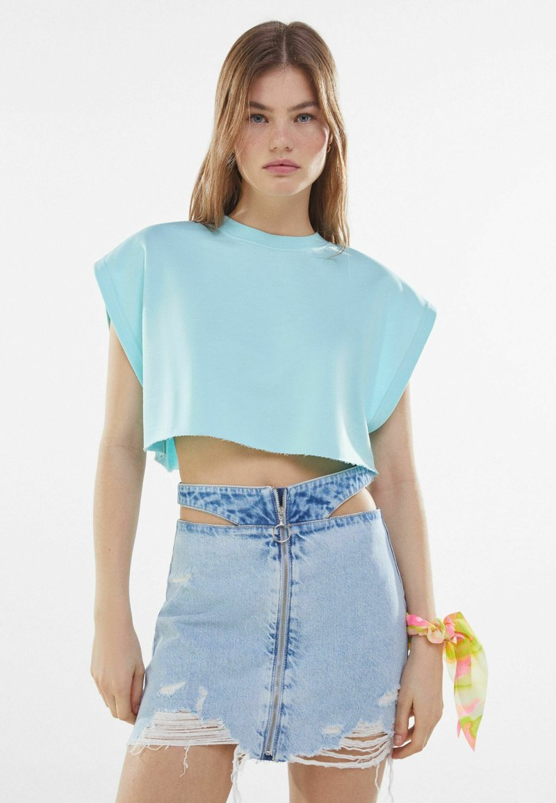 Bershka - MIT REISSVERSCHLUSS UND CUT-OUTS  - Gonna di jeans - blue denim