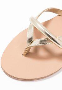BEBO - BARE - Sandály s odděleným palcem - gold - 2