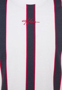 Hollister Co. - CREW - T-shirt med print - red/white/blue - 2