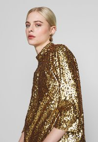 JUST FEMALE - TROYE BLOUSE - Bluser - troye gold - 3