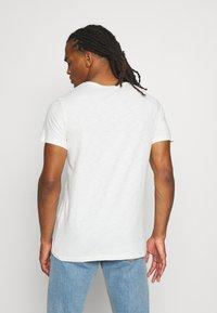Jack & Jones - JORAUTUMN ORGANIC TEE VNECK - Basic T-shirt - cloud dancer - 2