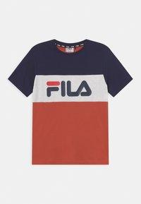 Fila - MARINA BLOCKED TEE UNISEX - Print T-shirt - hot sauce/black iris/bright white - 0