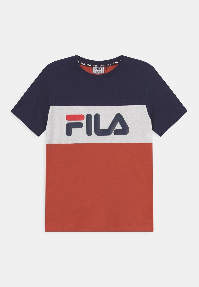 Fila - MARINA BLOCKED TEE UNISEX - Print T-shirt - hot sauce/black iris/bright white