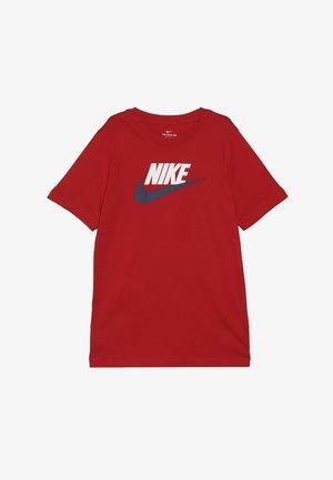 FUTURA ICON - Print T-shirt - university red/white/midnight navy