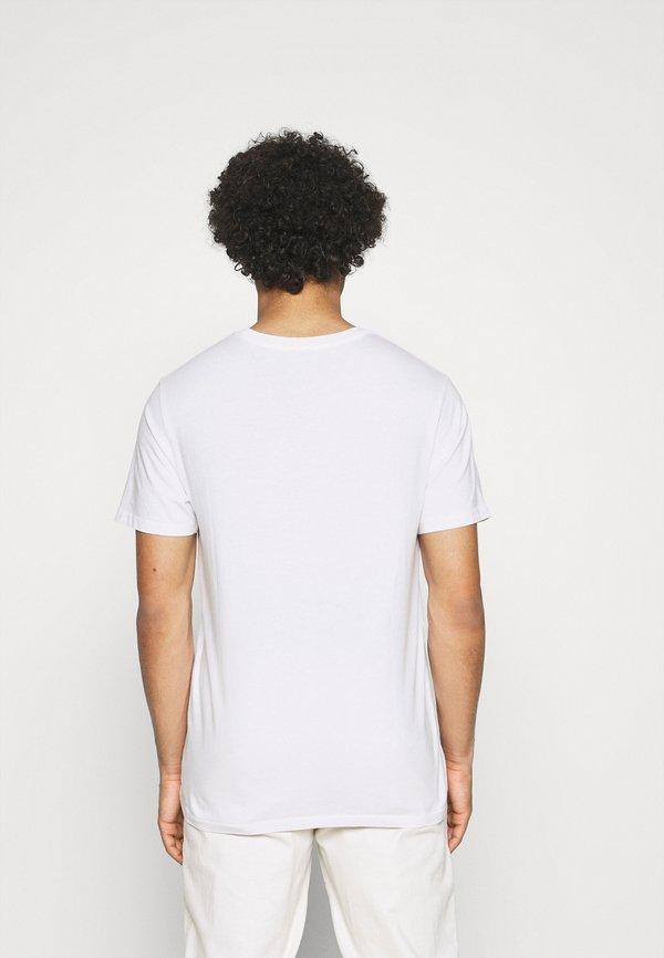 Levi's® HOUSEMARK GRAPHIC TEE - T-shirt z nadrukiem - fill white/biały Odzież Męska CCUI