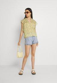 Gina Tricot - EASY - Denim shorts - blue - 1
