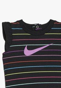 Nike Sportswear - RETRO STRIPE ROMPER BABY - Jumpsuit - black/fire pink - 3