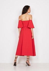 True Violet - BANDEAU FIT &AMP - Cocktail dress / Party dress - red - 2