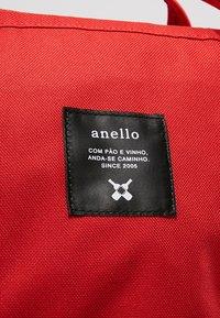 anello - STANDARD TOTE PATCH LOGO UNISEX - Batoh - red - 7