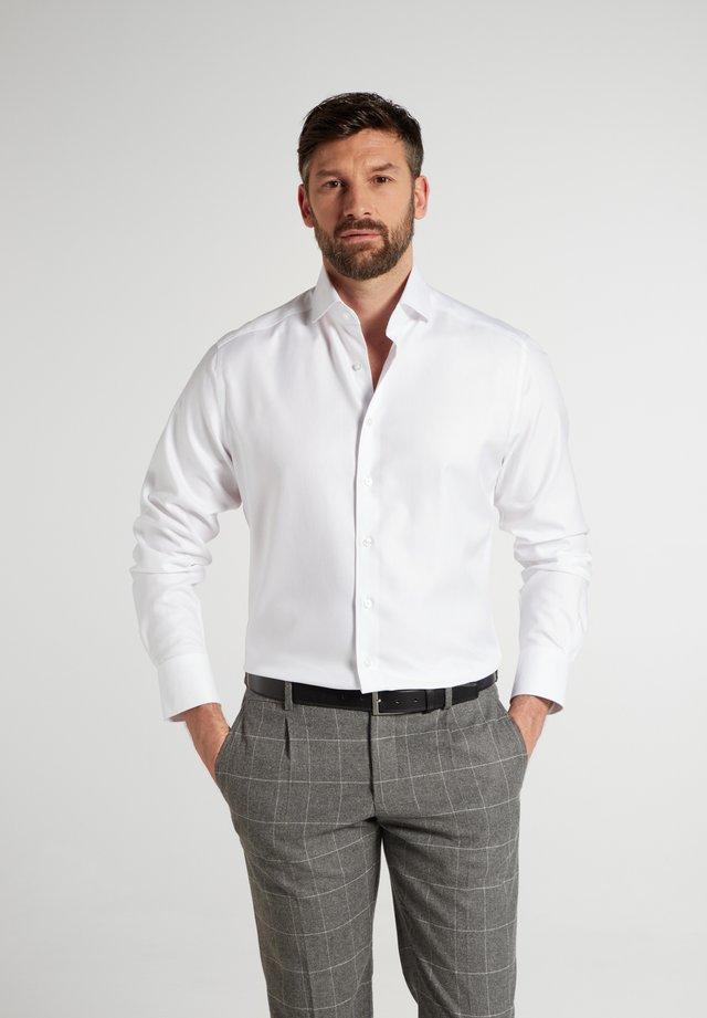 MODERN - Zakelijk overhemd - weiß