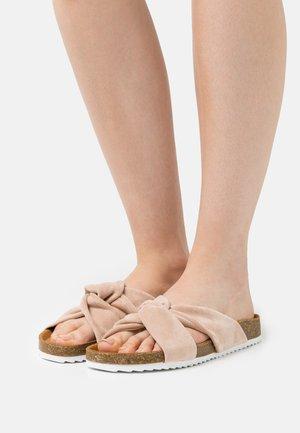 SUSTAIN TWISTED FOOTBED - Sandaler - nude