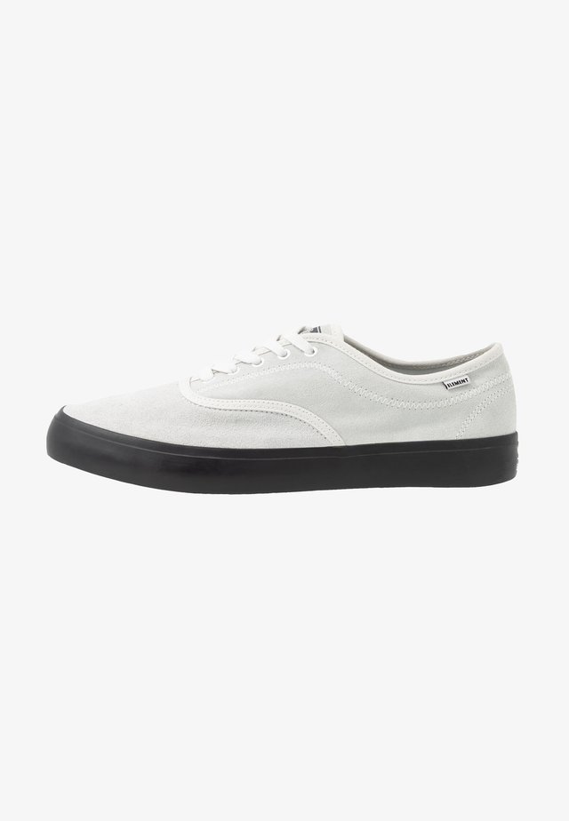 PASSIPH - Skate shoes - offwhite/black