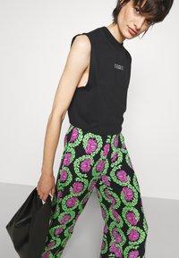 Stieglitz - JAHAN PANTS - Kalhoty - multicolor - 3