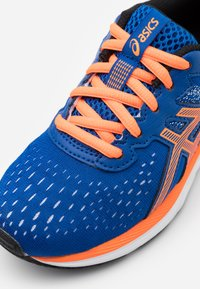 ASICS - GEL-EXCITE 7 - Neutral running shoes - blue/shocking orange