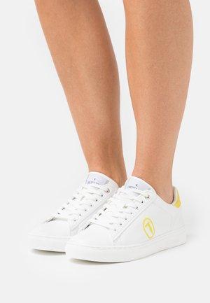 GALIUM POP MIX - Sneakersy niskie - white/yellow