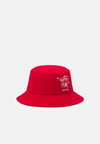 BAD BOY BUCKET HAT UNISEX - Hat - red