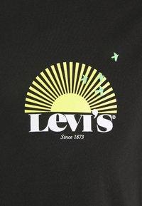 Levi's® - GRAPHIC CREWNECK TEE UNISEX - T-shirt con stampa - blacks - 5