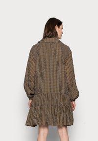 Glamorous Tall - LADIES DRESS GINGHAM - Košilové šaty - olive metallic - 2