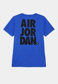 Jordan - JUMPMAN STACK CLASSIC TEE UNISEX - Print T-shirt - signal blue - 1
