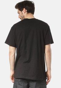 Carhartt WIP - Basic T-shirt - black - 1