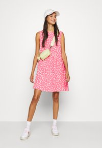 Tommy Jeans - DROP WAIST DRESS - Kjole - glamour pink - 1